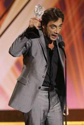 bardem-con-el-critics-choice.jpg