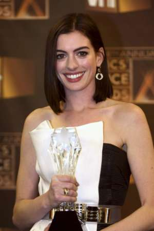 anne-hathaway-critics-choice.jpg