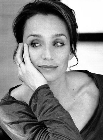 kristin-scott-thomas-estara-en-nowhere-boy.jpg
