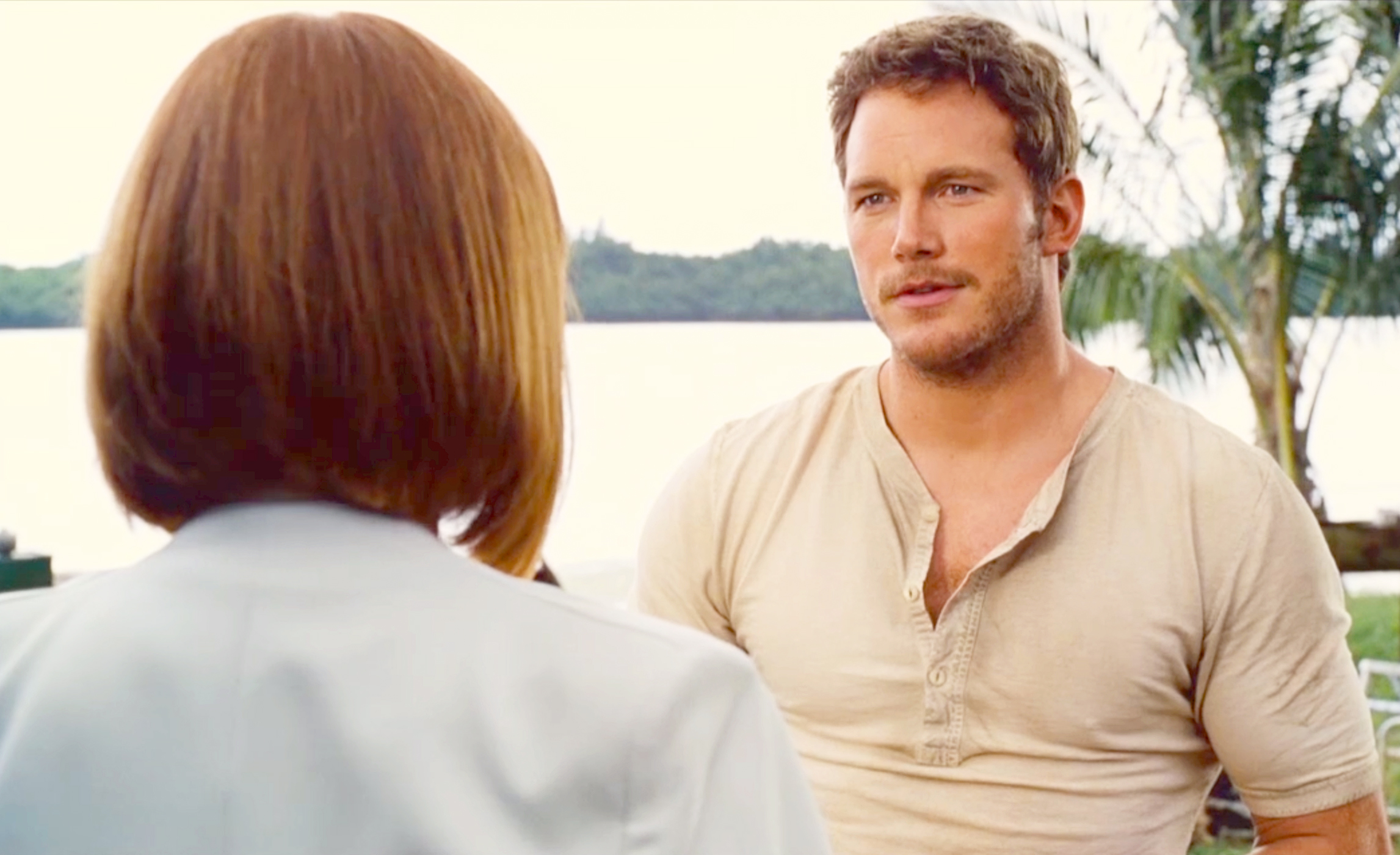 1428602444_chris-pratt-bryce-dallas-howard-jurassic-world-zoom