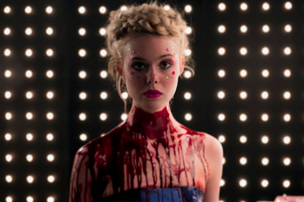 the_neon_demon-Fanning
