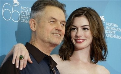 jonatham-demme-y-anne-hathaway-photocall-rachel-getting-married-venecia.jpg