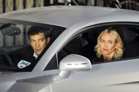 you-will-meet-a-tall-dark-stranger-naomi-watts-y-antonio-banderas