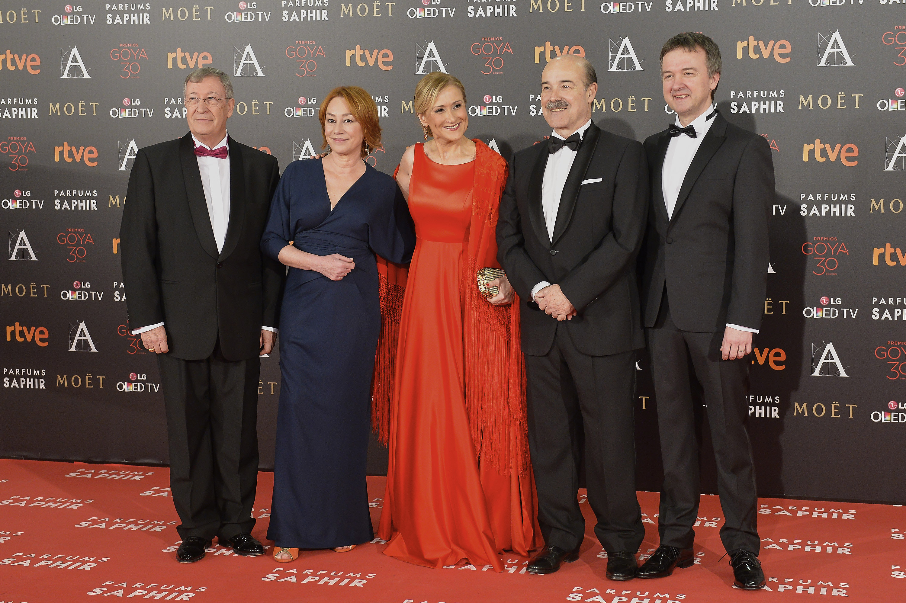 MADRID, SPAIN - FEBRUARY 06: (L-R) Porfirio Enriquez, Gracia Querejeta, Cristina Cifuentes, Antonio Resines and Edmon Roch attend the Goya Cinema Awards 2016 at Madrid Marriott Auditorium on February 6, 2016 in Madrid, Spain. (Photo by Carlos Alvarez/Getty Images)